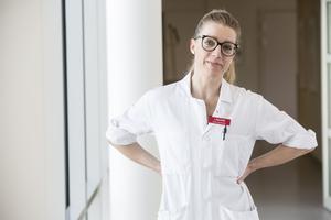 Mödrahälsovårdsöverläkare Sara Hogmark förklarar vad som händer i kroppen under klimakteriet och vilken hjälp som finns att få.