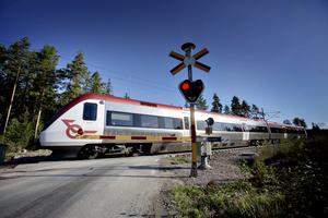 Järnvägskorsningen över Säljansvägen kommer ändras från en halvboms- till helbomsanläggning.