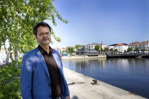 Det finns många intressenter som vill bygga på Kattvikskajen, enligt Hans Gyllow.