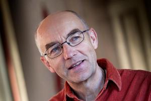 Sven Bergström Trolin (C) tycker att det finns alternativ att se över för besparingar i nämnden, före en nedläggning av badhuset i Hudiksvall.