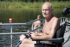 Handikappanpassningen gör att Björn Zander åter kan bada efter sju års uppehåll.