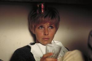 Anita Lindblom spelar den ensamma och olyckliga Eva i
