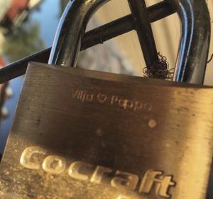 Vilja var knappt två år när hon hängde upp ett lås på Apotekarbron. Foto: Privat