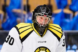 Oliver Dackell fick sitta på Brynäsbänken i SM-slutspelet förra våren. Enligt uppgifter är han nära att plockas till Leksand från Helsingborg i Hockeyettan. Foto: Stefan Persson/Bildbyrån