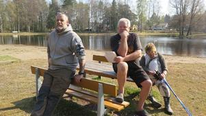 Mikael Torgé, Sigvard Johansson och Eva Malm tillhör järngänget som sköter om Lillsjön.