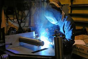 I länet var enbart 19 procent av deltagarna i yrkesinriktad arbetsmarknadsutbildning kvinnor under halvåret. Det beror huvudsakligen på att Arbetsförmedlingen främst upphandlar utbildningar riktade mot mansdominerade yrken.