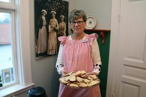 Lisbet Axeliusson var en av de som bjöd på Karins pepparkakor och varm saft i Bergöövåningen.