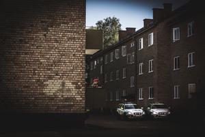 """Hittills i år har 135 våldsbrott anmälts i Avesta kommun. Av dem så har 103 begåtts i Krylbo. """"Sen kan det vara svårt att dra alltför stora slutsatser av det hela. Men det är klart att man måste ta såna här siffror på allvar"""", säger Thomas Nordström."""