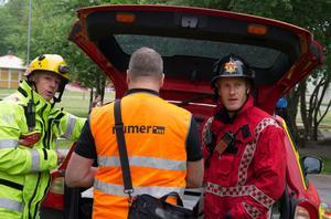 Flera räddningsledare fick lösa av varandra under det långvariga släckningsarbetet. Till vänster Stefan Eriksson, till höger Erik Mattsson.