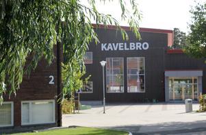 """""""Varför gör inte skolledningen, kommunen, politikerna och polisen något för att stävja våldet på Kavelbro? """" undrar insändarskribenten."""