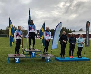 Olivia Kålen som segrare före Levina Ringdahl och Emelie Wikström.  Foto: Peder Blomqvist