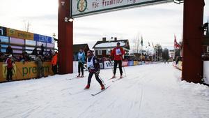 Elias Holmqvist från Malung spurtade in i mål före mamma Enders Maria och pappa Peder.