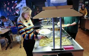 Många skolor i länet serverar i dag en