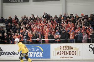 Många tillresta fans från Bollnäs var på plats.