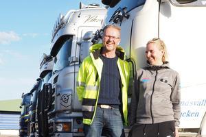 Sandra Peterson från Linköping är den som organiserat resan. Här med Peter Lundberg från transportprogrammet på Sundsvalls gymnasium, som i år följde med en bit på vägen.