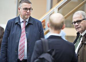 MB Skogs försvarare Rolf Klintfors ses här tillsammans med Stora Ensos advokat Tomas Nilsson under förhandlingarna i tingsrätten.