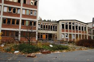 Nu har kommunen fått köpa Björknäs sjukhem – som efter tio år av förall nu kan rivas.