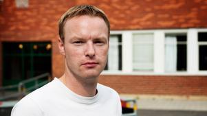 Thomas Lindstedt vill inte stressa fram ett nytt majoritetsbygge. Han tror att det är klart först fram emot november.