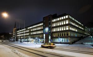 De misstänkta männen sitter inlåsta i källarplanet på polishuset i Sundsvall.