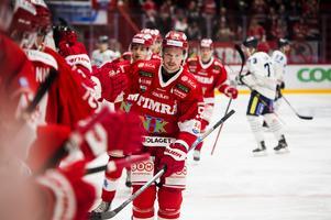 Jonathan Dahlén firar sitt 1-0-mål mot BIK Karlskoga, Timrå vann med 3–1 till slut.