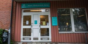 Järna vårdcentral på Storgatan 13 ingår sedan i våras i vårdkoncernen Lideta. Den drevs tidigare av Aleris och de gamla skyltarna sitter kvar än.