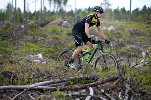 Tidigare tävlade Klas Kullman i landsvägscykling men efter att ha fåttt upp ögonen för mountainbike har fokuset nu flyttats till stigcykling.