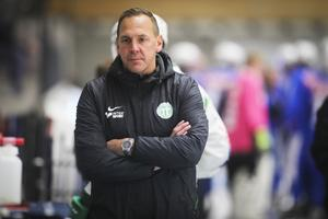 Förbundskapten Michael Carlsson har ingen kontakt med den förre landslagsettan Anders Svensson.