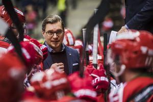 Varsågod, Björn Hellkvist, här har du ditt Modo-lag för kommande säsong. Bild: Jonas Forsberg/Bildbyrån