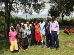 Jenny med några av lärarna på skolan.