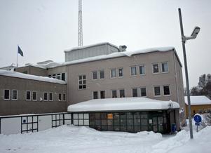 Polisen förde en misstänkt jackförsäljare till polisstationen i Kramfors för förhör. Efteråt släpptes han eftersom åklagaren inte kunde styrka att brott begåtts.  Foto: Erik Åmell
