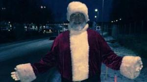 Jultomten som varje år önskar medarbetarna på Icalagret på Hacksta. Foto: Monica Norrgård