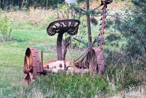 En gammal hästslåttermaskin som har nog gjort sitt ?