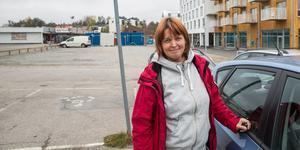 Reelika Holmberg har vänner som har uttryckt missnöje med lokalpolitikerna. Själv trivs hon bra i Nykvarn.