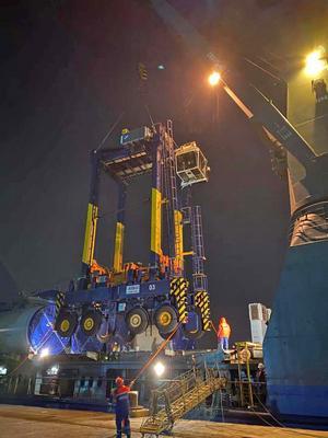 Grensletruckarna är nästan 16 meter höga och väger 70 ton. Foto: Stockholms Hamnar
