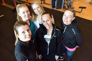 Stina Hettema, vd Class Gym, i mitten och omringad av Caroline Svensson, Martina Norlin, Jennie Hanspers och Maria Sörbu.