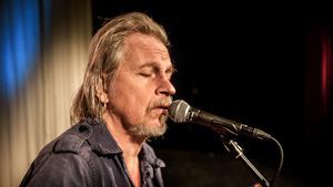 – Mina låtar är dystra, men det finns grejer att göra. Gå med i Naturskyddsföreningen till exempel, tyckte Stefan Sundström.