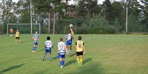 Fotbollsfesten bjöd på en svängig och fysisk match.