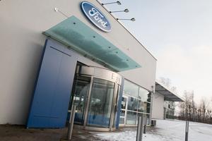 Här, i Hermin Bils gamla lokaler på Elledningsgatan på Tunbytorp,  öppnar Hedin Bil en ny Fordanläggning.
