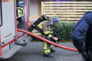 Tre stationer, ungefär 15 brandmän, deltog i släckningsarbetet.