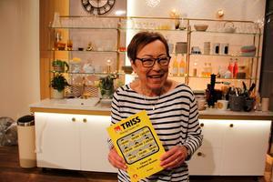 Inger Wendel från Noberg vann 2,5 miljoner kronor på Triss. Vinstlotten köptes på Coop Extra i Avesta. Foto: Svenska Spel