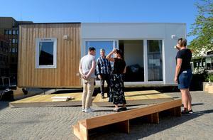 Det 32 kvadratmeter stora visionspalatset har nu landat på Flanadentorget i Värnamo.