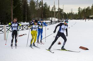 Klungan, här med Thommy Larsson Team B3, i spetsen jagade Martin Hammarberg. Men det gick inte att rå på den förre skidorienteraren som var överlägset först i mål.