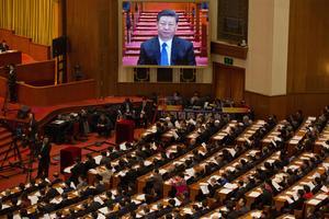 Kinas president Xi Jinping  bereder vägen för att göra sig själv till president på livstid. Och han gör anspråk på demokratin Taiwan.