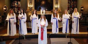 2014 blev Ida Arnesson från Hede Härjedalens lucia. Här kröntes hon i Svegs kyrka. I år ordnar Kulturskolan luciafirande runt om i Härjedalen. Fotograf: Håkan Persson