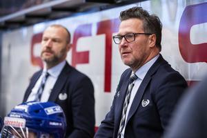 Håkan Åhlund,  till höger, och Fredrik Hallberg, till vänster, är tränarparet i Oskarshamn. De värvades till klubben då de ansågs ha rätt hockeyfilosofi för att passa in i IKO:s uttalade strategi. Foto: Suvad Mrkonjic / Bildbyrån