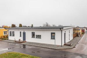 Huset skiljer sig ordentligt från husen i närheten. Foto: Ralph Welin/Skandiamäklarna