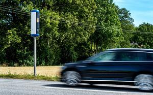 En man har dömts till 4 000 kronor i penningböter efter en fortkörning i Malungsfors. Mannen förnekar brott och hävdar att han själv var i Tandådalen när bilen fotades av en fartkamera. Obs: Bilden är tagen i ett annat sammanhang.