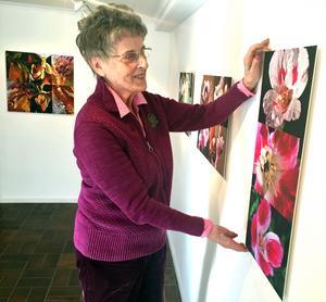 Cansa Muellern-Harvig hänger en utställning i Kaz Galleri