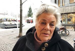 """Sonja Odell, 81, Centrum: """"Ja, jag önskar väl mig snäll gubbe jag då, hehe. Men i övrigt så vill jag ha en lugn och fridsam helg med familj och barnbarn."""