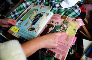 Heidi samlar också på gamla kataloger.